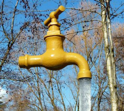 Если воду из труб не слить, зимой она замерзнет