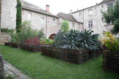 Ароматные травы выращивали в монастырских садах