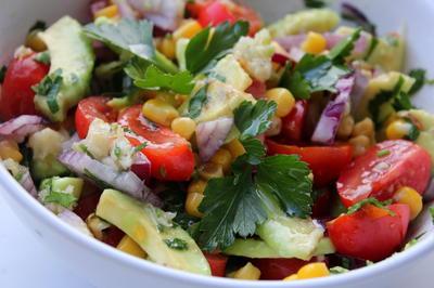 Салат из авокадо, черри и кукурузы - пошаговый рецепт приготовления с фото