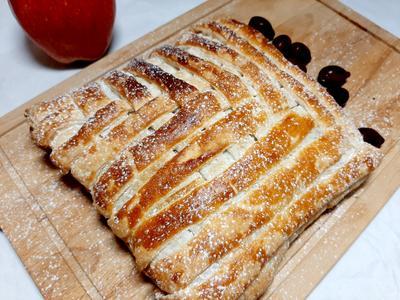 Плетенка из слоеного теста с начинкой из яблок и груш. Пошаговый рецепт приготовления с фото