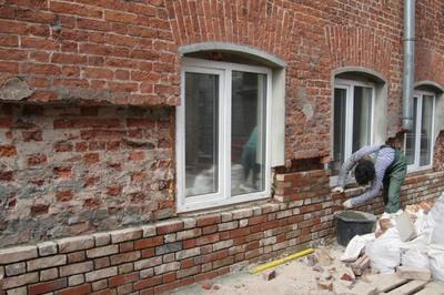 Обновление фасада старого кирпичного дома. Фото с сайта etokirpichi.ru