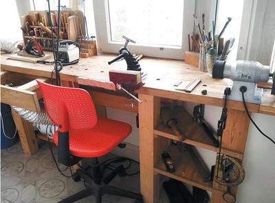 Домашняя мастерская с заточным станком