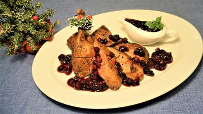 Утка к Рождеству с клюквенным соусом - пошаговый рецепт приготовления с фото