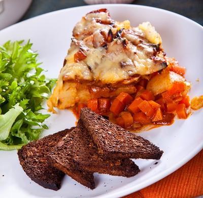 Овощное рагу с картофелем под сырной корочкой: рецепт