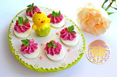 Яйца, фаршированные сельдью со свеклой - пошаговый рецепт с фото