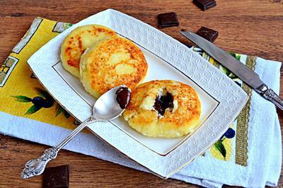 Сырники с шоколадом. Пошаговый рецепт приготовления с фото
