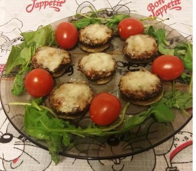Новогодняя закуска; Шляпки для мышки, или Фаршированные шампиньоны - пошаговый рецепт приготовления с фото