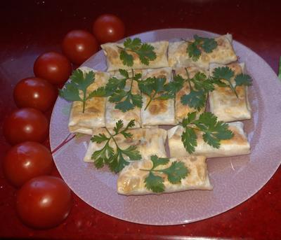 Конвертики из лаваша с сыром и зеленью. Пошаговый рецепт с фото