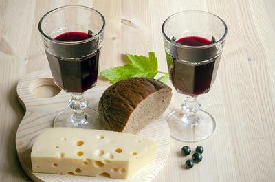 Вино из черной смородины. Рецепт с пошаговыми фотографиями