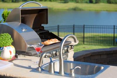 Живописные окрестности – отличный фон для летней кухни
