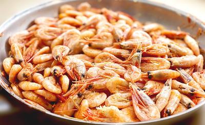 Как приготовить гренландские креветки с чесноком на сковороде - пошаговый рецепт приготовления с фото
