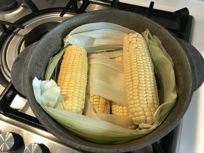 Кукурузу всегда варю в листьях - так вкусней - пошаговый рецепт приготовления с фото
