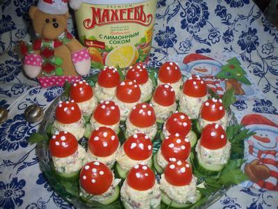 Закуска из сыра, яиц и помидоров; Грибочки. Праздничный рецепт с фото