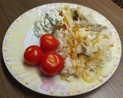Минтай с луком и рисом по рецепту бабушки Анны - пошаговый рецепт приготовления с фото