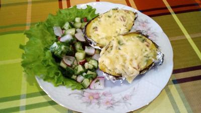 Лодочки из картофеля, запеченные с сыром и копченой колбасой. Пошаговый рецепт приготовления с фото
