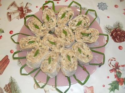 Недорогой рыбный рулет: консервированная рыба с сыром и яйцами в лаваше. Пошаговый рецепт приготовления с фото