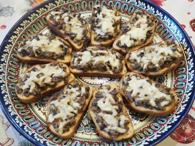 Бутерброд с грибами а-ля жюльен. Пошаговый рецепт с фото