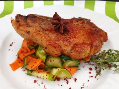 Пряная свинина на овощной подушке. Пошаговый рецепт с фото