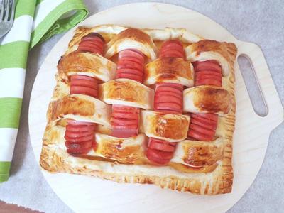 Пирог из слоёного теста с сосисками и картофельным пюре - пошаговый рецепт приготовления с фото