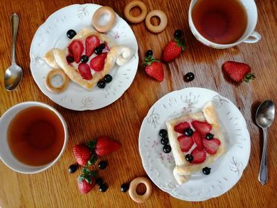 Корзинки с ягодами из слоеного теста. Просто и вкусно - пошаговый рецепт приготовления с фото