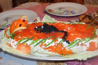 Слоеный салат-рулет из семги с овощами и красной икрой. Пошаговый рецепт и фото