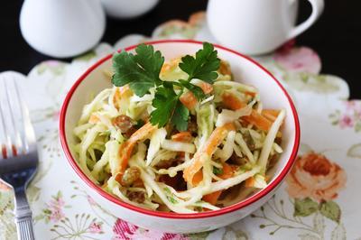 Капустный салат с заправкой из авокадо - пошаговый рецепт приготовления с фото
