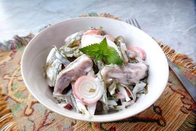 Салат из морской капусты с селедкой и крабовыми палочками - пошаговый рецепт приготовления с фото