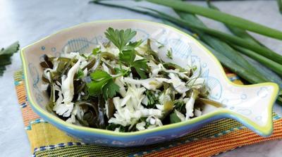 Салат из морской и белокочанной капусты - пошаговый рецепт с фото
