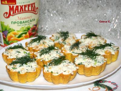 Салат из крабовых палочек с кукурузой и сыром в тарталетках. Пошаговый рецепт с фото