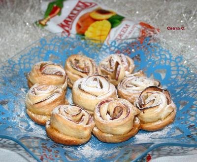 Слойки с джемом и яблоками; Розы на морозе; пошаговый рецепт приготовления с фото