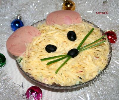 Салат из ветчины с сыром, грибами и свежим огурцом. Рецепт с пошаговыми фотографиями