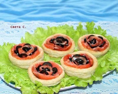 Волованы с малосольным лососем и маслинами; Морские розы; пошаговый рецепт приготовления с фото