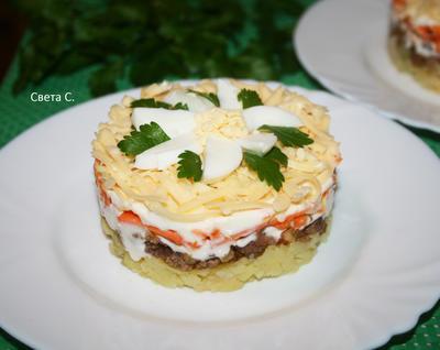 Слоеный салат из картофеля и фарша с корейской морковью. Пошаговый рецепт с фото