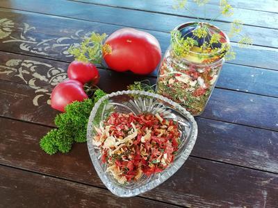 Вегета по-домашнему: рецепт приготовления приправы из сушеных овощей и пряных трав с пошаговыми фотографиями