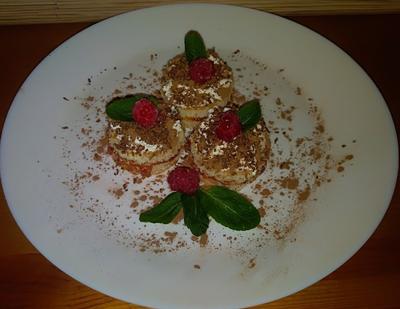 Десерт из бисквитных коржей. Рецепт фото