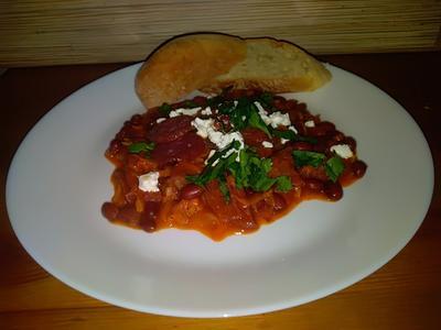 Тушеная фасоль с копчеными колбасками по мотивам греческого блюда фасолада. Рецепт пошаговые фото