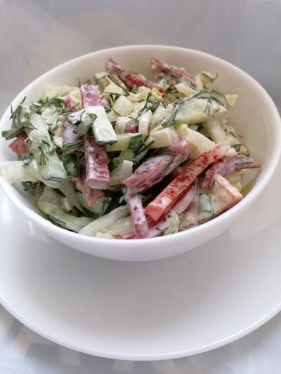 Салат со свежими овощами и копченой колбасой - пошаговый рецепт приготовления с фото