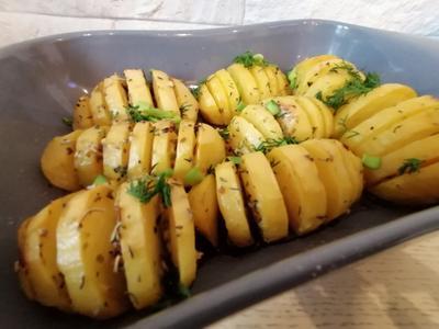 Картошка, запеченная с чесноком и пряными травами. Рецепт фото