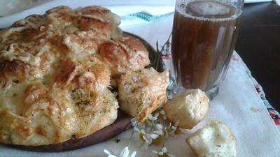 Домашний хлеб с чесноком, пряными травами и сыром. Простой рецепт с пошаговыми фотографиями