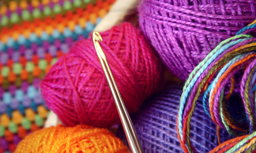 Связать коврик из трикотажной пряжи спицами
