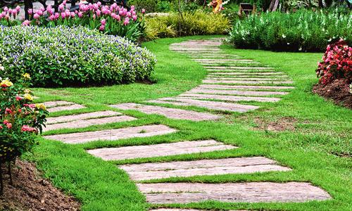 Оформление садовых дорожек: красиво и практично