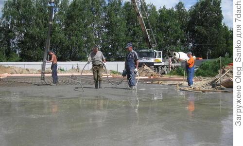 Глубинный вибратор для бетона: зачем уплотнять бетонную смесь