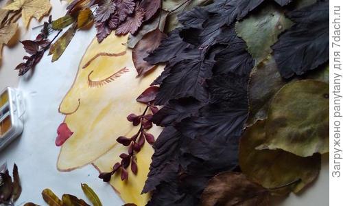 Павлин из листьев в детский сад