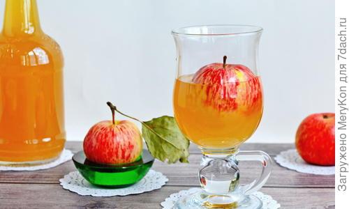 Кальвадос в домашних условиях – рецепт из яблок, груш, с изюмом, сахаром и дрожжами, на спирту, водке, сидре и другие варианты