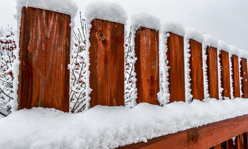 Как сделать забор из профнастила подешевле своими руками