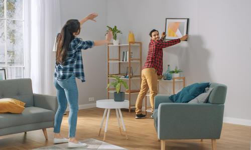 Как красиво повесить фотографии на стену