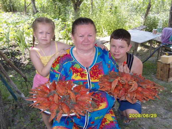 Моя мама с моими детьми Юлей и Юрой