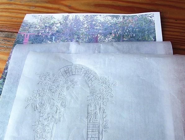 Совместите сюжет или объект, переведенный на кальку, и фото садового уголка. Подвигайте кальку, выбрав подходящее расположение.