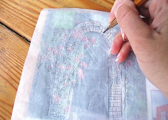 Перерисуйте выбранные сюжеты на кальки. Для этого положите кальку на фото объекта и обведите его карандашом.