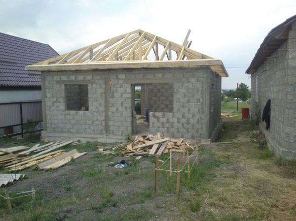 Наш домик! Фото пока без крыши.